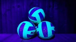 blacklight volleybal