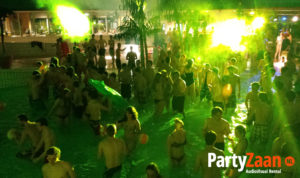 Pool party zwembad feest disco