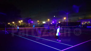 Blacklight tennis buiten glow neon